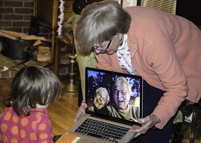 mezigenerační komunikace.jpg